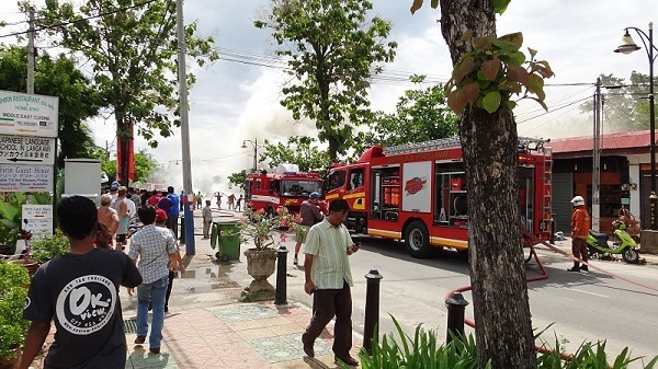 The fire at Pantai Cenang, Langkawi - in full swing with firemen present