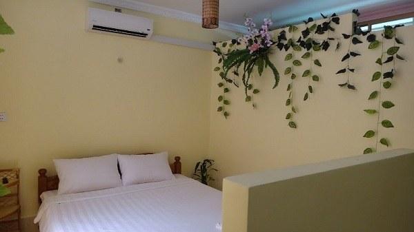 Battambang My Homestay Guesthouse - Bedroom and Bathroom Wall